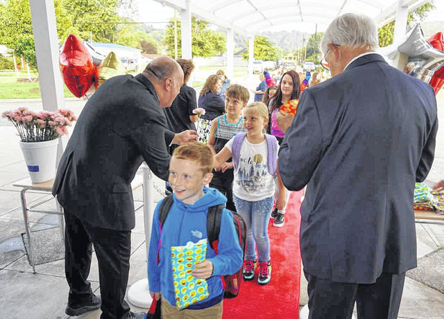 "Students across Mason County went back to school Wednesday following summer break. At New Haven Elementary, the children were treated to a ""Hollywood Welcome."" They walked the red carpet, and were given ""swag bags"" by Principal Walter Raynes and Assistant Principal Tom Nunnery. The girls also received flowers."