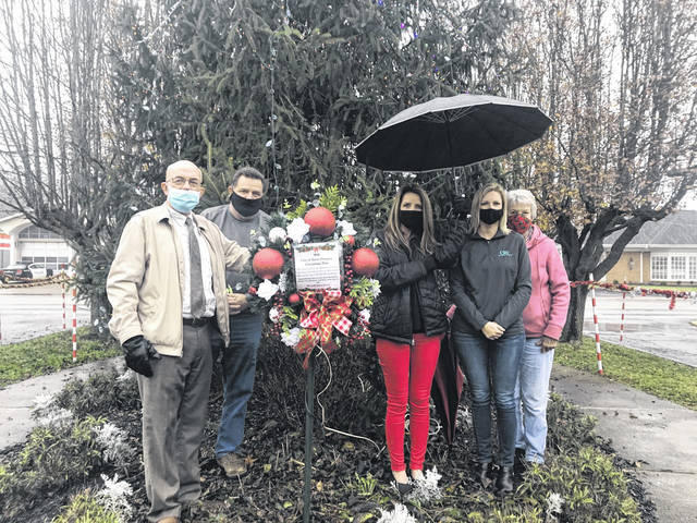 Pictured with a wreath in memory of those who have lost their lives or been affected by COVID-19, are, from left, Mayor Brian Billings, Street Commissioner Randy Hall, City Clerk Amber Tatterson, city council members Leigh Ann Shepard and Judy Holland. (Beth Sergent | OVP)