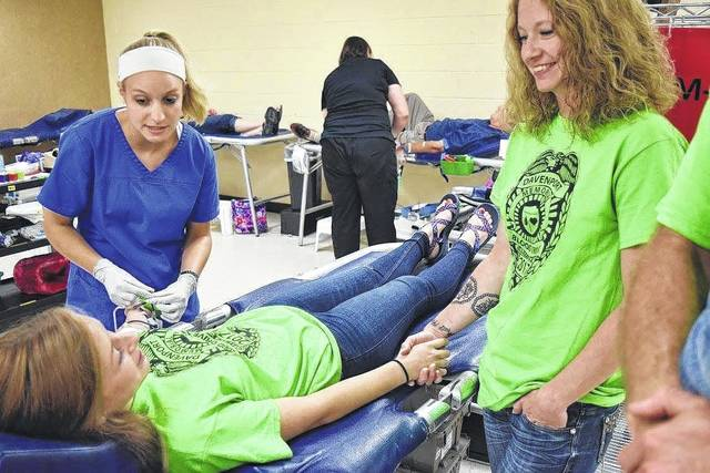 <strong>Bill Davenport's granddaughter Ashlyn England makes her first lifetime blood donation with her mother Angela Davenport.</strong>