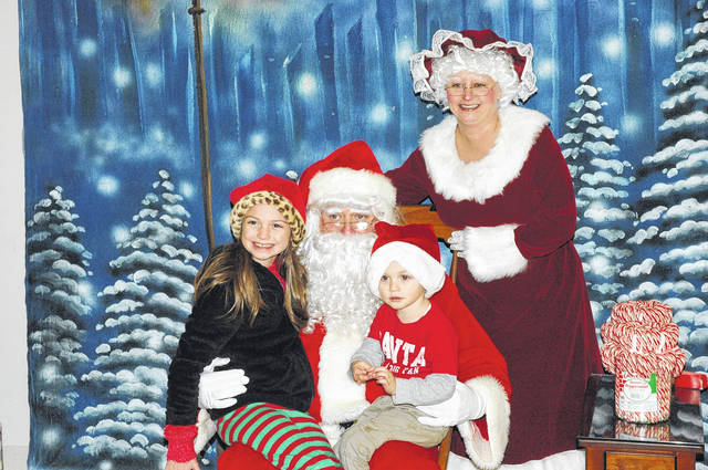 <strong>Taylor and Alex Blackwell visit with Santa and Mrs. Claus on Sunday evening inside Union Fire Station 81.</strong>