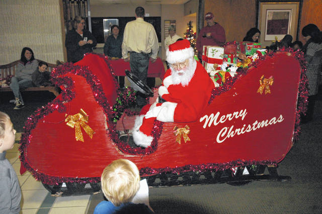 <strong>Santa will arrive at the Englewood Government Center at 7 p.m. on Saturday, November 25.</strong>