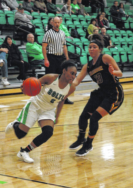 <strong>Makayla Cooper drives past Bellbrook's Brooklyn Hall.</strong>