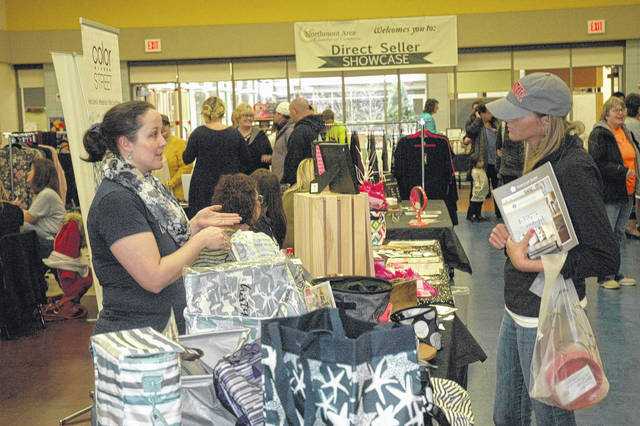 <strong>Amelia Guigou of Thirty One Gifts (left) discusses her product line with a Direct Seller Showcase shopper.</strong>