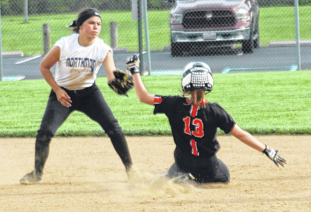 <strong>Shortstop Anna Mangen prepares to tag out Caitlin McEldowney on an attempted steal in the top of the 5<sup>th</sup> inning.</strong>