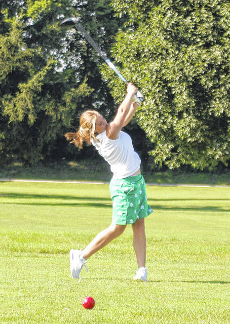 <strong>Jaedin Bowers tees off on Hole No. 4 at Miami Shores.</strong>