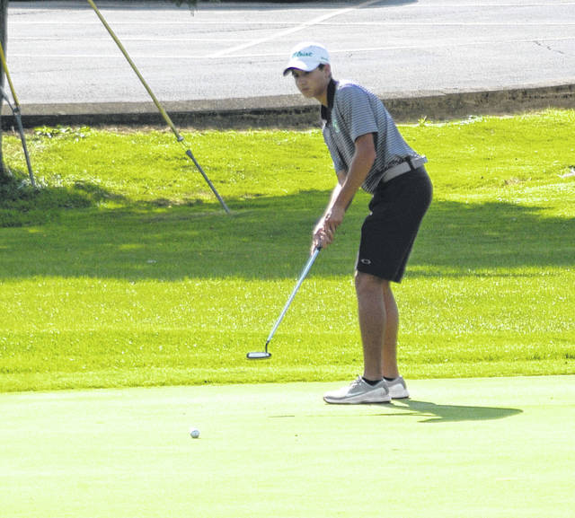 <strong>Justus Thomas putts on Hole No. 2 Thursday vs. Troy.</strong>