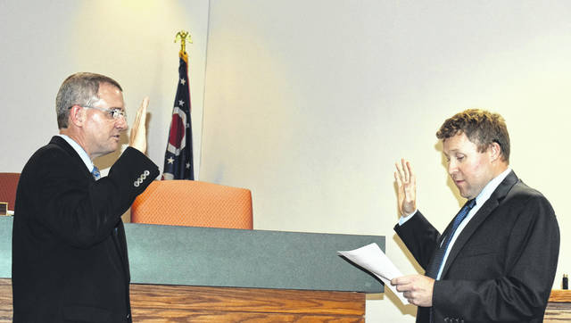 <strong>Recently appointed Councilman Steve Henne (left) takes the oath of office from Gregory B. O&#8217;Connor, a law partner with McNamee &amp; McNamee, PLL, the firm that serves as the city&#8217;s legal counsel.</strong>