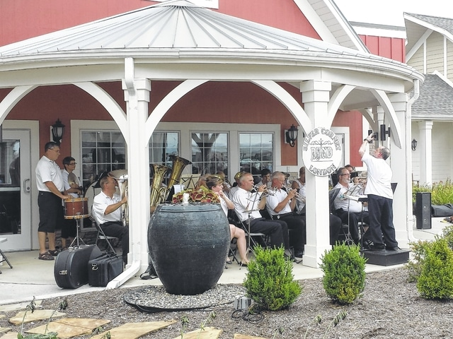 Court House Manor hosted a free community concert featuring the London Silver Cornet Band on Sunday. Court House Manor served lunch and the band played famous songs from many years ago.