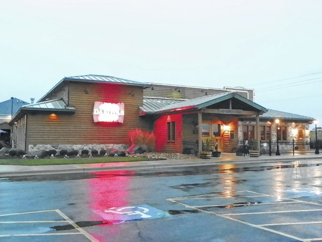 The Dakota's Roadhouse at 120 Crossing Drive in Washington C.H. will be converted to a Roosters Wings by mid-March 2016, according to a spokesman from the Roosters southern Ohio franchise.