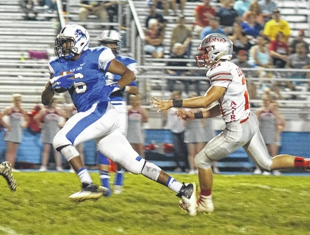 Washington sophomore Richard Burns (6) runs after a reception during the Homecoming game against East Clinton Friday, Sept. 23, 2016.
