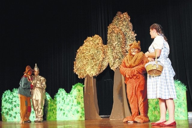 "Miami Trace High School is inviting the community to come watch their production of ""The Wonderful Wizard of Oz"" this weekend. Students have been preparing for weeks to bring the Land of Oz to life for residents."