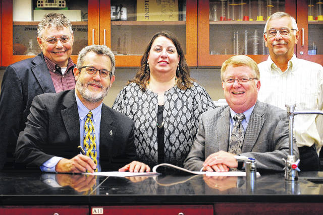 A new SSCC/WC partnership agreement to establish a 2+2 pathway for biology/biotechnology students was signed by (seated, l-r) Wilmington College President Jim Reynolds and Southern State Community College President Dr. Kevin Boys. Also attending the signing are (standing l-r) Dr. Douglas Woodmansee, WC Professor of Biology and Biotechnology Liaison; Dr. Erika Goodwin, WC Vice President for Academic Affairs; and John Joy, SSCC North Campus Director and Dean of Workforce Development.