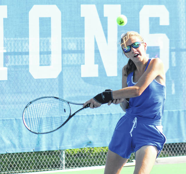 Washington senior Jen Richards returns a shot during her second singles match against Chillicothe Tuesday, Aug. 21, 2018 at Gardner Park.