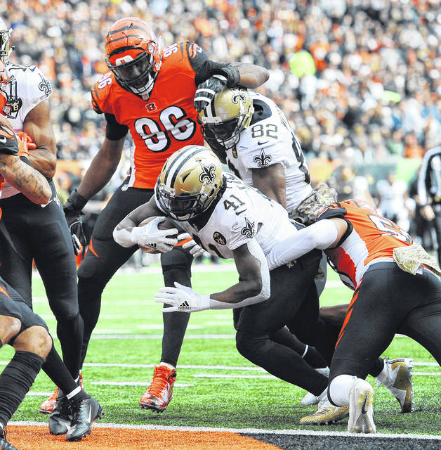 New Orleans' Alvin Kamara breaks through Cincinnati's line for a four-yard touchdown in the second quarter of a 51-14 win over the Bengals Sunday, Nov. 11, 2018.