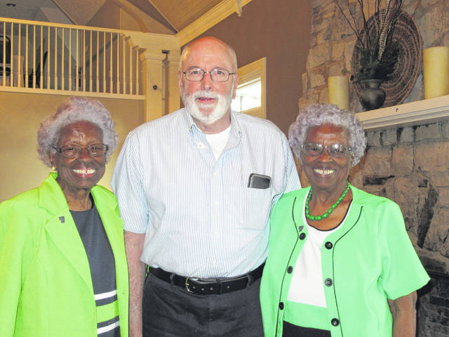 Inductees into the FCGS Lineage Society: Maybelle Jones, Ken Arnold and Clarabelle Yelletts.