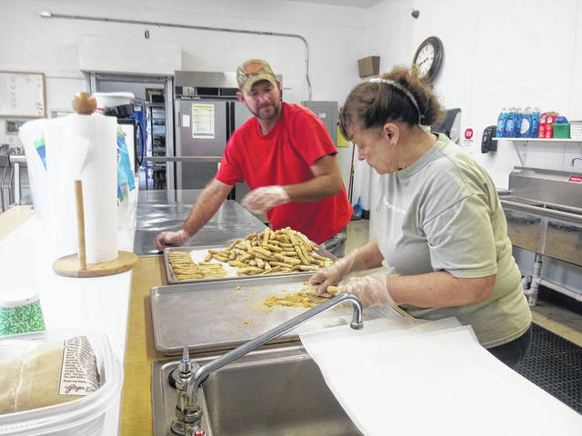 Craig Wilson (L) and Vicki Coe (R) are long-time volunteers and came in on Saturday to make the hot lunch for guests.