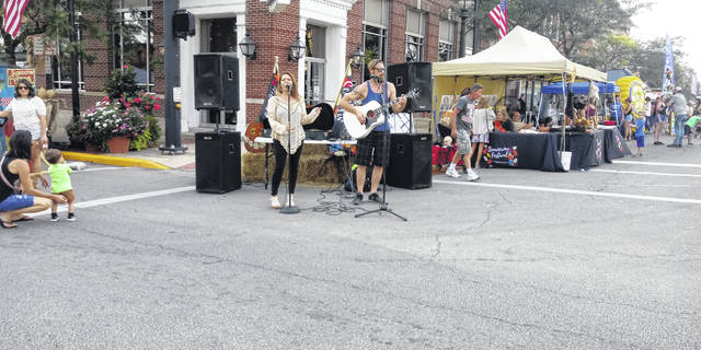 Live music was provided during the festival on a regular basis.