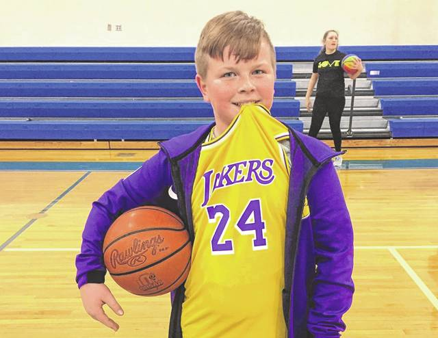 """On Monday, Isaiah Smith, a Washington Middle School (WMS) student, won a basketball foul shooting competition held in his physical education class. Following the helicopter crash in California that killed several individuals, including professional basketball great Kobe Bryant, Smith wore Bryant's jersey to school. After winning, he told WMS physical education teacher Greg Phipps he """"did it for Kobe."""""""