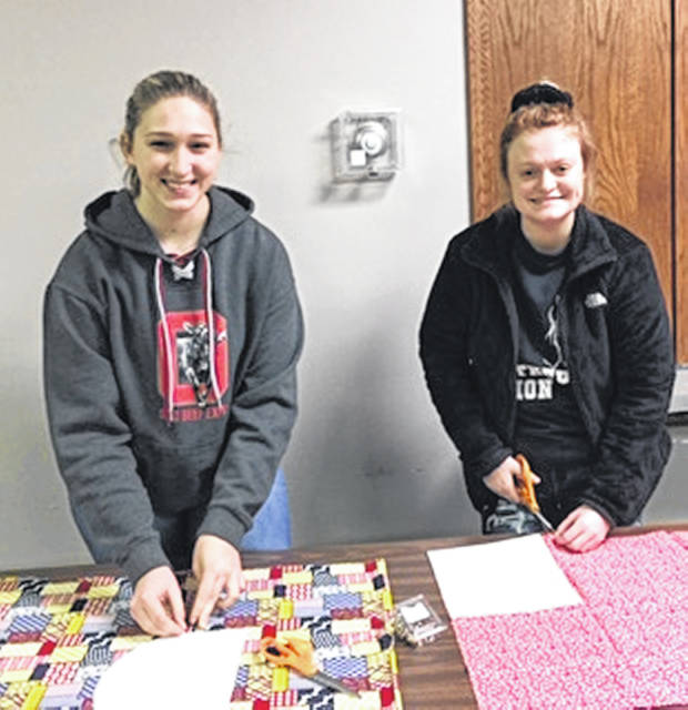 Tori and Laikyn at the 4-H Sewing Fun Night.