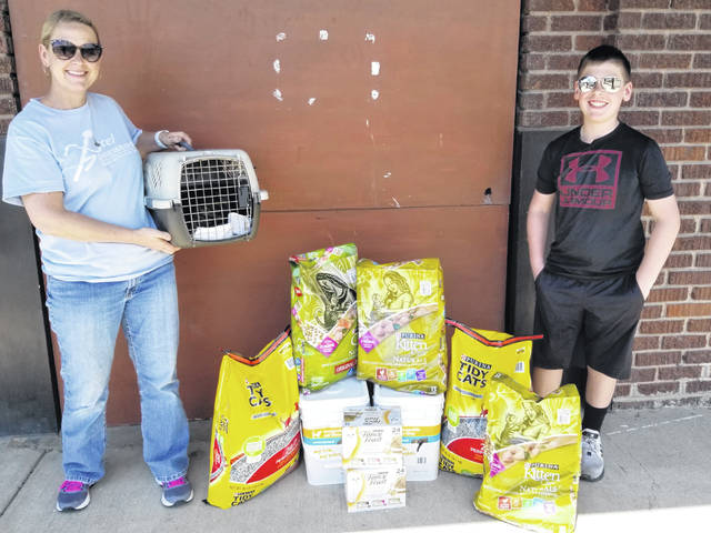 A family from Centerville, the Davis family, supports the Fayette Regional Humane Society (FRHS) and recently traveled to the facility in Fayette County in order to make a large donation as well as foster a pregnant cat.