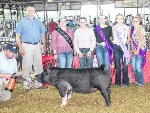 During the Fayette County Junior Fair Hog Show on Wednesday, Hannah Cummings (center) won fourth place overall. Cummings is pictured with the judge of the show, Brett Beyers, Fayette County Fair Queen Aubrey Schwartz, Pork Princess Hunter Johnson, Pork Queen Laikyn Hughes and Pork Princess Emma Bower.