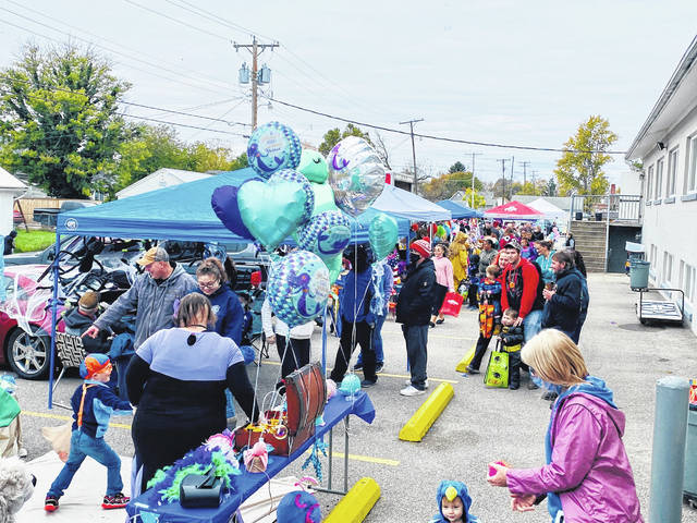 South Side Church of Christ held its Trunk-or-Treat event on Sunday for residents to come and get some delicious candy. The church estimated they had over 2,200 people attend with a wide variety of costumes on display.