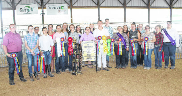 The Showman of Showmen contest exhibitors with the various Fayette County Commodity Queens and other royalty.
