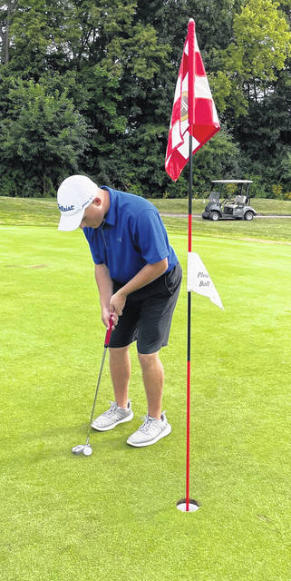 Washington's Garrett Wahl prepares to sink a short putt during a non-conference match at Pickaway Country Club against the Circleville Tigers Monday, Aug. 16, 2021.