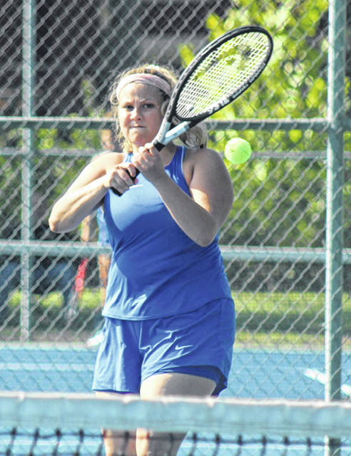Washington's Joshalynn Worth makes the return during a second singles match against Miami Trace at Gardner Park Tuesday, Aug. 24, 2021.