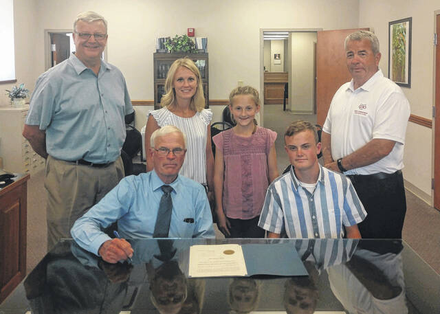 The Fayette County Commissioners recently presented local Aiden Knecht with a certificate of congratulations for his grand champion market barrow, which sold for $55,000 at the Ohio State Fair. Pictured (left-to-right): (back) Commissioner Dan Dean, Angie Knecht, Ali Knecht, Commissioner Tony Anderson: (front) Commissioner Jim Garland and Aiden Knecht.