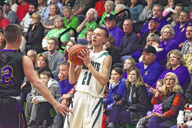 Green's Zach Huffman gets ready to inbound the ball from the far sideline on Saturday evening.