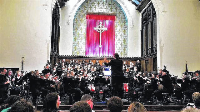 The combined choirs performed at a concert of the St. Matthew Passion in 2017.