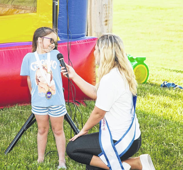 Shelby Metzler speaks to a little girl at her River Days' Event