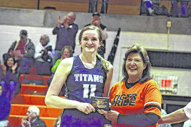 Dettwiller averaged 14.8 ppg, 10.1 rpg, and 4.9 bpg all while shooting 76 percent from the field during her junior season.