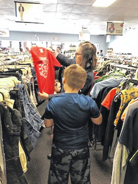 Families looking for school clothes thanks to the Salvation Army