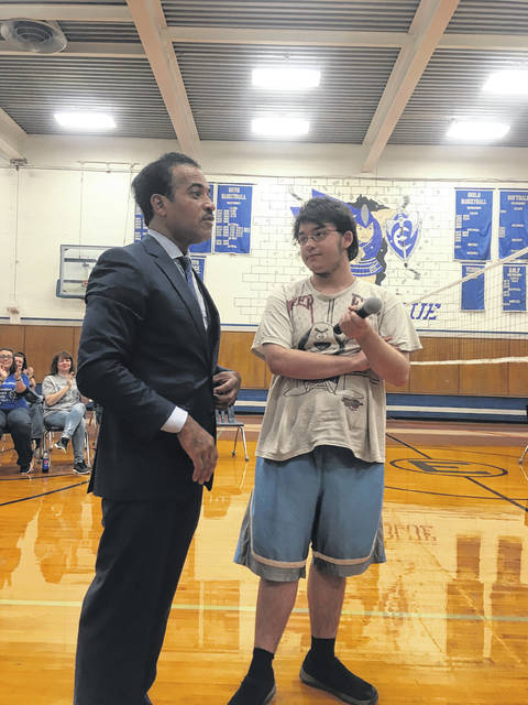 Victor Woods with East High School student, Kyle Dunnagan, before Dunnagan sung to the students.