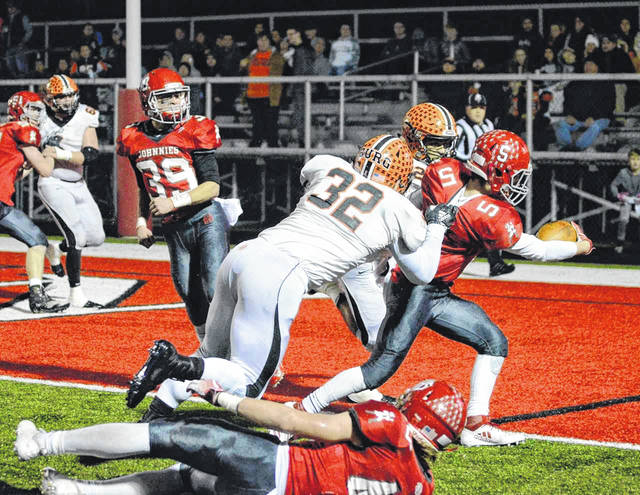 Johnnies running back Bryce Barasch scores a touchdown in the Pirates 32-14 loss Saturday night.