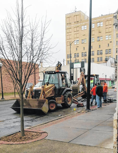 Workers attack the water line break reported about 9 a.m. Tuesday morning on Chillicothe Street.