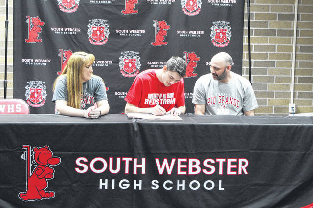 South Webster senior Shiloah Blevins signed his letter of intent to enroll and play collegiate basketball at the Univeristy of Rio Grange Friday afternoon.
