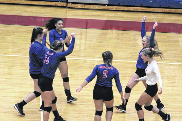 Portsmouth held off West's comeback attempt by taking the fifth and final set of Monday's match 15-11.