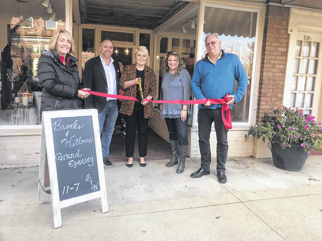 Clothing boutique Brooks & Willows, located at 536 2nd Street, celebrated their grand opening on Friday.