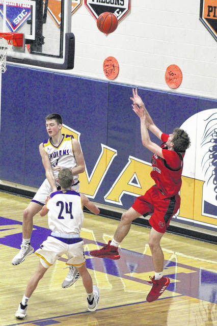 South Webster senior Brayden Bockway (12) scored 15 first half points in the Jeeps road win over Valley on Friday.