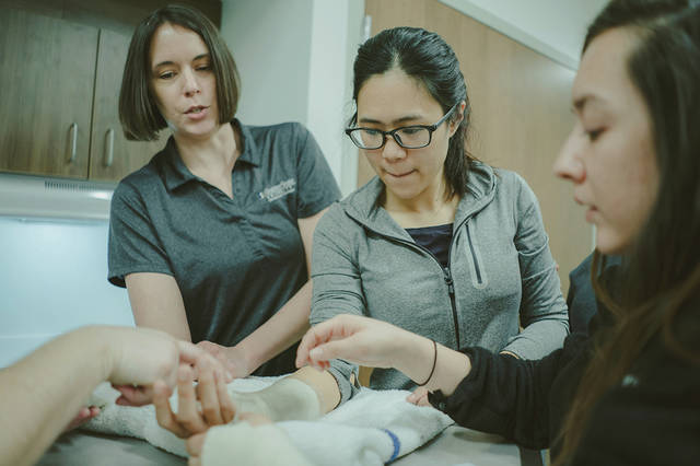 "2019 Shawnee State graduate Shuyi Chen (center) works with fellow occupational therapy students during a class. As an international student, Chen found her ""American Hometown"" in Portsmouth, Ohio during her time at SSU."