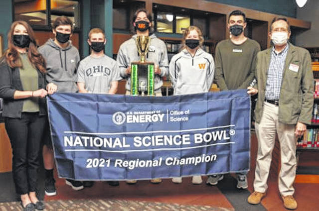 Wheelersburg High School, 1st place winners of the 2021 Department of Energy's South Central Ohio Regional Science Bowl (From left): Jerelyn Hull (coach), William Whitley, Peter Newman, Elias Robson, Lyndsay Heimbach, and Justin Janney, along with Jeff Bettinger (DOE).