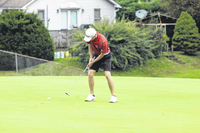 South Webster senior Gavin Baker attempts a putt at Hole No. 3 at The Elks Country Club during the 2021 Division III district golf tournament.