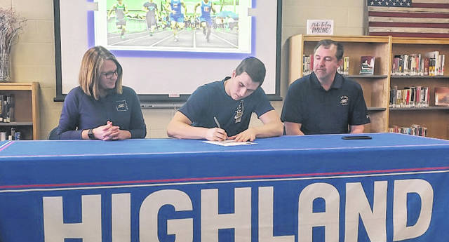 Highland senior Jack Weaver signs to run track for the University of Akron. Pictured with him are his parents, Kris Weaver (l) and Jack Weaver Jr.