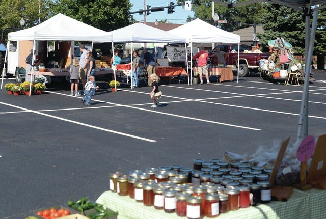 Mike Ullery | Daily Call The Piqua Farmer's Market wrapped up the 2015 season on Thursday. Vendors had a successful year and are looking forward to next year. Dates for next season will be released by Lorna Swisher and Mainstreet Piqua as soon as they are available.