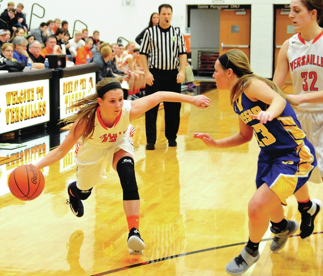 Mike Ullery | Daily Call Versailles' Ellen Petersb rings the ball down the floor against Russia's Maria Herron