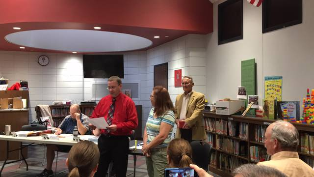 Covington Superintendent Gene Gooding congratulates longtime teacher Marilyn Fosnight, who is retiring after 26 years with Covington schools.