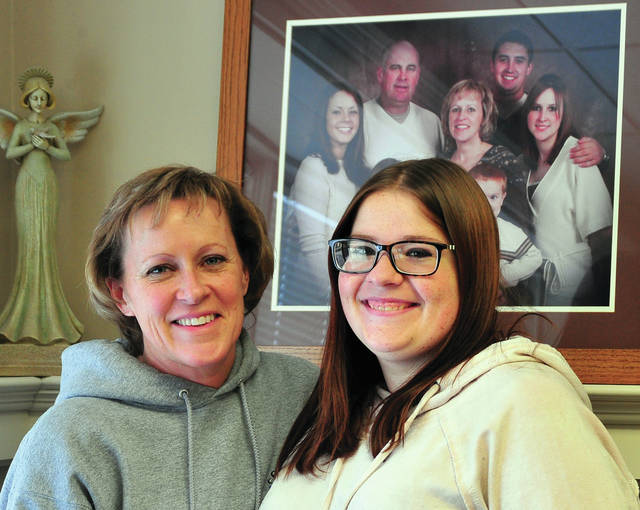 Mike Ullery | Daily Call Victoria Henderson, right, poses with her mom, Jill Middleton, during a recent interiew. Henderson, a Piqua resident, was diagnosed with chronic renal failure and is in the process of getting on kidney transplant lists at area hospitals. A quarter auction has been organized to help offset her medical expenses.